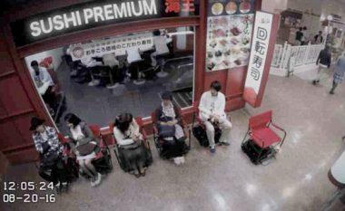 Karriget 'vet-vozitëse' që e bëjnë pritjen në radhë më atraktive (Video)
