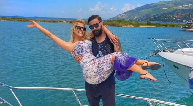 Çift 'par excellence' - Marina dhe Geti u spekulua se do të martohen këtë muaj. Kjo si duket është vetëm çështje kohe për çiftin e lumtur.  Foto: Instagram