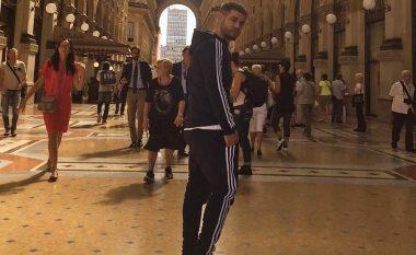 Noizy pret flokët, fansat e presin jashtë (Video)