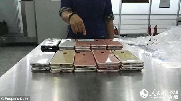 Tentuan ti kontrabandojne mbi 400 iPhone 7 te kapura per trupi foto 4