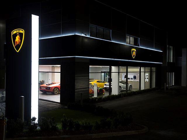 Urus i ri nga Lamborghini do te jete i pershtatur per familjare dhe gra beqare foto 6