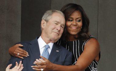 Zonja e parë përqafon ish-presidentin, në rrjetet sociale