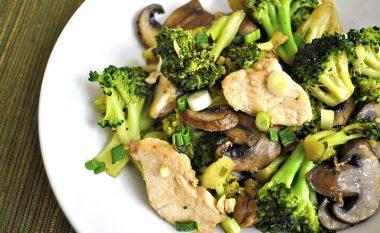 Mish pule me kërpudha dhe brokoli (Video)