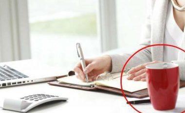 Përse ASSESI nuk do të duhej ta mbani filxhanin e kafes në tavolinën e zyrës