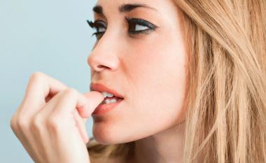 Çfarë duhet të bëni nëse i hani thonjtë çdo herë që zemëroheni?