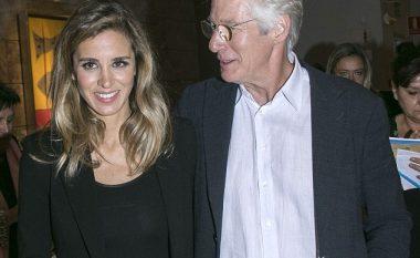 Richard Gere nuk i heq dot duart prej të dashurës 34 vjet më të re (Foto)