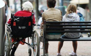 Zvicra rrit moshën e pensionimit për gratë