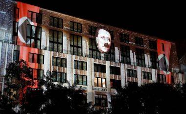 """Hitleri """"kthehet"""" në Berlin, qytetarët lajmërojnë policinë (Foto/Video)"""