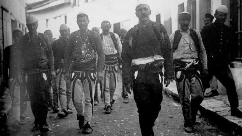 Burrat e Kosovës dhe ata të Korçës janë kulmi i racës shqiptare