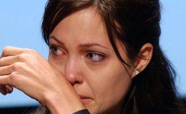 E lidhur, torturuar dhe e përdhunuar! Angelina Jolie zbulon një sekret të Illuminatit! (Foto/Video)