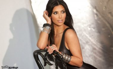 A do të thyej rekorde kjo pozë 'topless' e Kim Kardashian? (Foto)