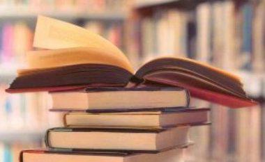 Klienti detyrohet nga gjykata t'i blejë libra një prostitute të mitur