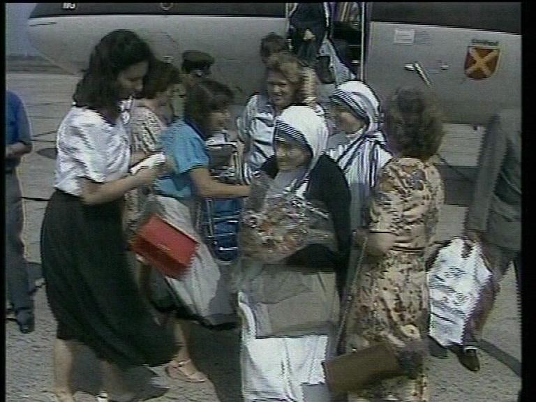 Nënë Tereza në Aeroportin e Rinasit