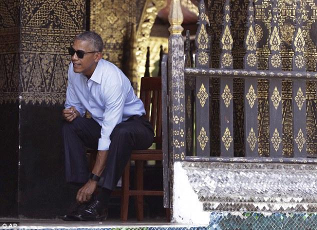 Obama është fotografuar disa herë pa unazë.