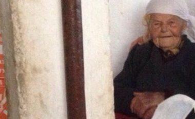 Plaka 93-vjeçare, braktiset nga familjarët: Kanë dal e më kanë lanë vetëm!