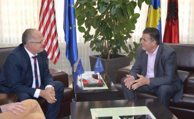 Ramiz Kelmendi e Agim Bahtiri bisedojnë për gjendjen ekonomike në Kosovë