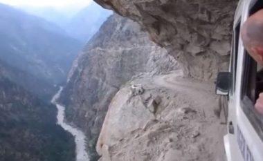 Rruga më e rrezikshme në botë (Video)