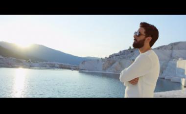 """Lindoni drejt hitit në ditët e para të """"Summer Luv"""" (Video)"""