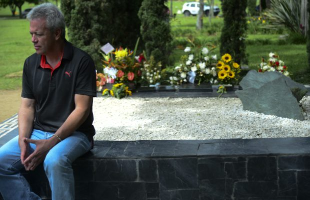 """Jhon Jairo Velasquez, A.K.A """"Popeye"""", visits the tomb of Colombian drug lord Pablo Escobar at the Montesacro cemetery in Medellin, Antioquia department, Colombia on December 2, 2015. Popeye, who was leader of Escobar's hit men and confessed having committed himself 300 murders and coordinated another 3,000, was released this year after serving three-fifths of his sentence. AFP PHOTO/Raul ARBOLEDA / AFP / RAUL ARBOLEDA (Photo credit should read RAUL ARBOLEDA/AFP/Getty Images)"""