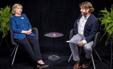 Kush nuk e njeh internetin, le ta harrojë fushatën: Hillary Clinton dështon në humor! (Video)