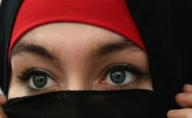 Kazakistani ndalon hixhabin në shkolla