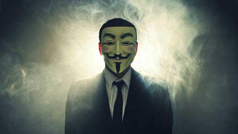 Lufta kibernetike: Këta janë 10 hacker-at më të kërkuar nga FBI (Foto)