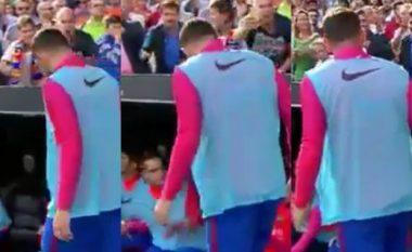 Tifozi i Valencias e gjuan me shishe Alcacerin, por ajo çfarë bëri Mathieu më pas është plotësisht e pakuptimtë (Foto/Video)