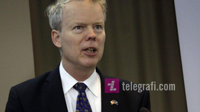 Ambasadori amerikan tregon kur do të largohet KFOR-i nga Kosova