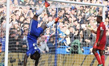 Moses sulmon Mourinhon: Ai më bllokoi
