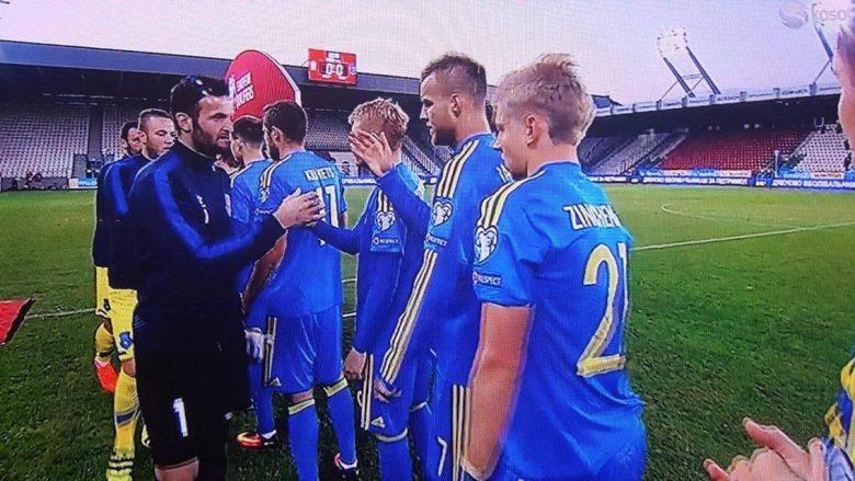 Ujkani duke u përshëndetur me lojtarët e Ukrainës para duelit në Krakov!