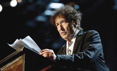 Më në fund, Bob Dylan pranon çmimin Nobel për Letërsi