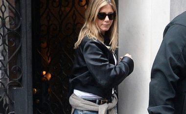 Jennifer Aniston rrugëve të New Yorkut, teksa Brad Pitt dhe Angelina Jolie arrijnë marrëveshjen për fëmijët