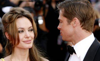 Pitt nuk i nënshkruan dokumentet e shkurorëzimit prej Angelinas!