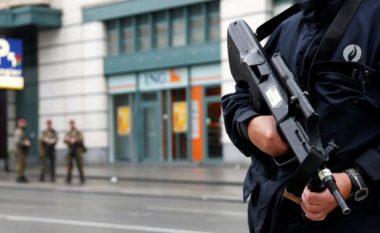 Të armatosur ma kallashnikovë plaçkisin një dyqan në Belgjikë, shkaktojnë panik te qytetarët