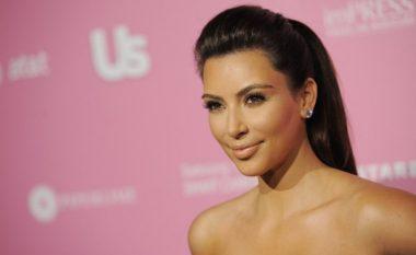 Profili i Kim Kardashian: Prej një vajze të heshtur në një femër të shumëpërfolur (Video)