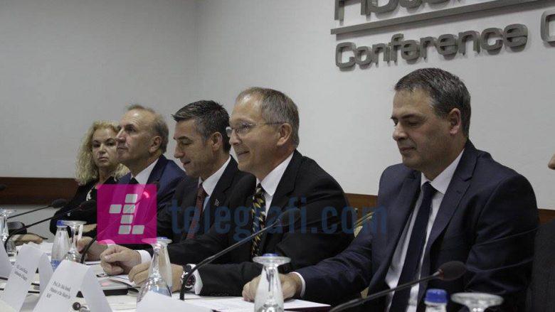 Veseli: E pakuptimtë mos heqja e vizave për Kosovën