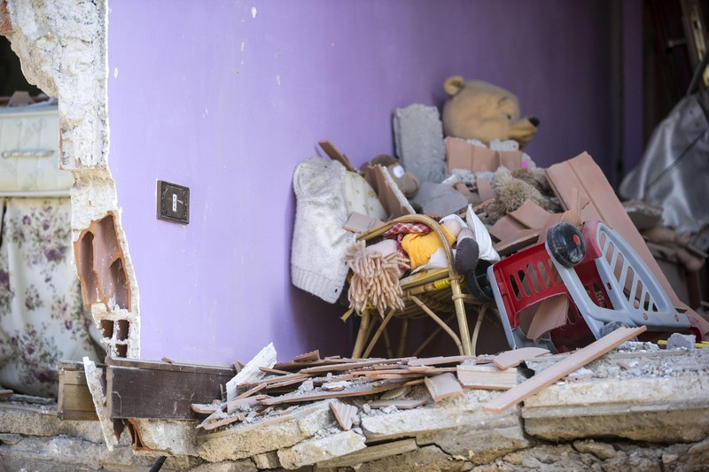 epa05508438 An interior view of damaged house in Amatrice, central Italy, following a 6.2 magnitude earthquake, according to the United States Geological Survey (USGS), that struck at around 3:30 am local time (1:30 am GMT). The quake was felt across a broad section of central Italy, in Umbria, Lazio and Marche Regions, including the capital Rome where people in homes in the historic center felt a long swaying followed by aftershocks. According to reports at least 37 people died in the quake. EPA/MASSIMO PERCOSSI